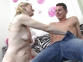 senior pussy makes him hard